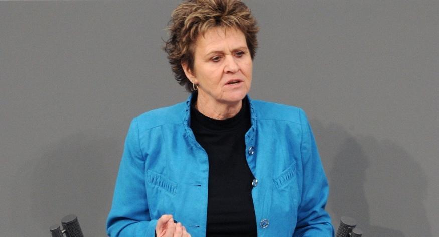 Sabine Zimmermann am Rednerpult des Bundestages © DBT/Achim Melde