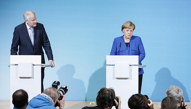 Seehofer, Merkel und Schulz bei einer Pressekonferenz zum Abschluss der Sondierungsgespräche im Januar 2018 in Berlin | Foto: © dpa