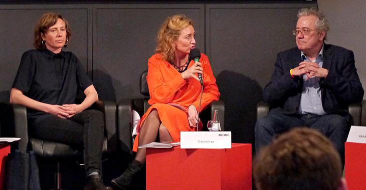 Podium der Konferenz zu sozialem Wohnungsbau mit Caren Lay