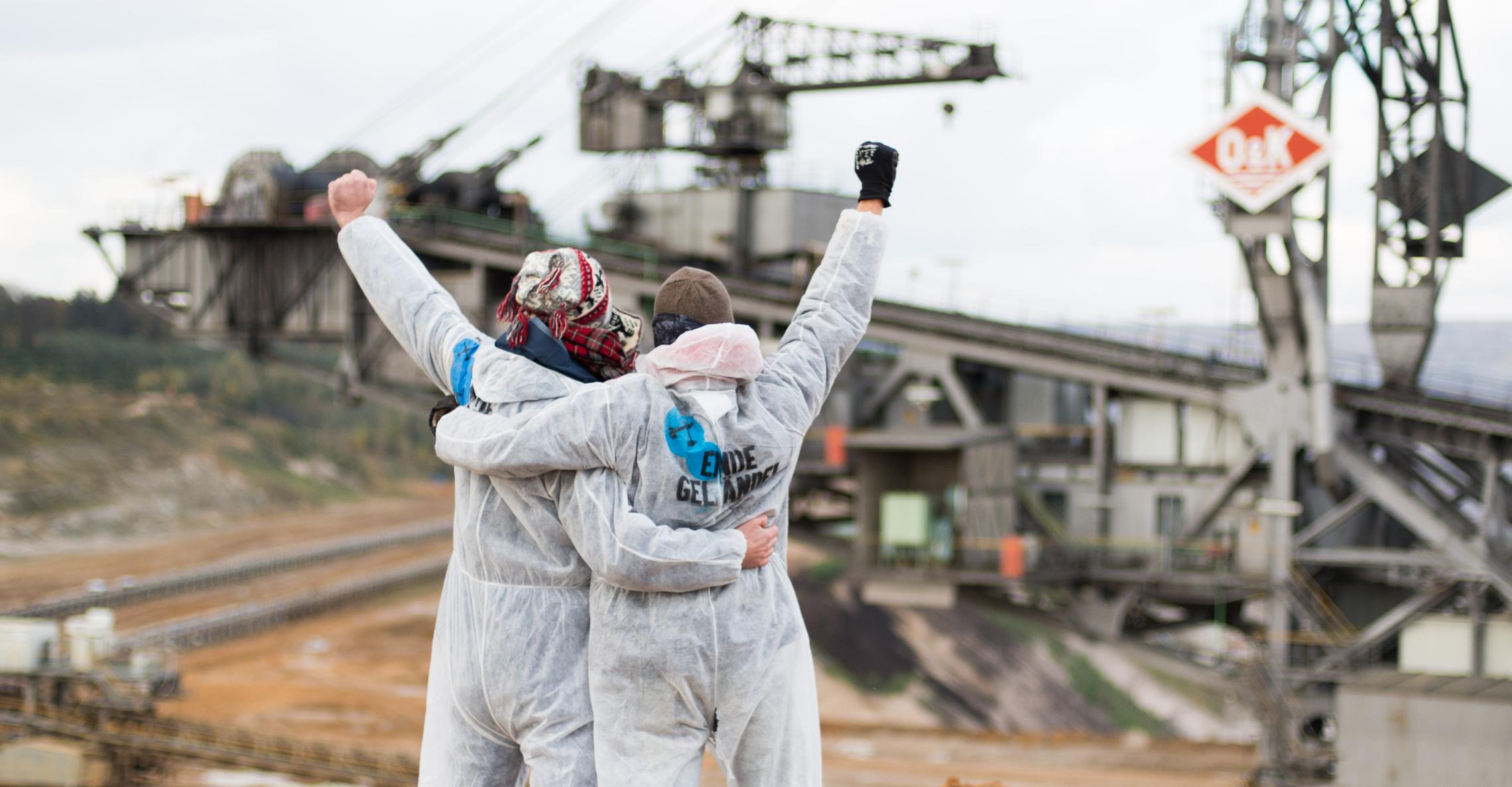 Aktivisten demonstrieren gegen Kohleabbau ©Roman Kutzowitz
