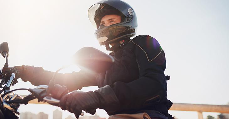 Sicherheit für Motorradfahrer ©iStock/PeopleImages