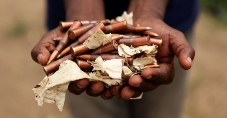 Eine Handvoll Gewehrpatronen © UN Photo/Patricia Esteve