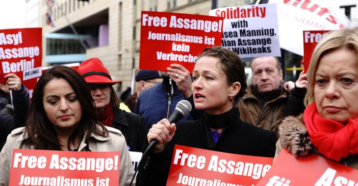 Demonstration am 12. April 2019 vor der Britischen Botschaft in Berlin gegen die Verhaftung von Wikileaks-Gründer Julian Assange © Olaf Krostiz
