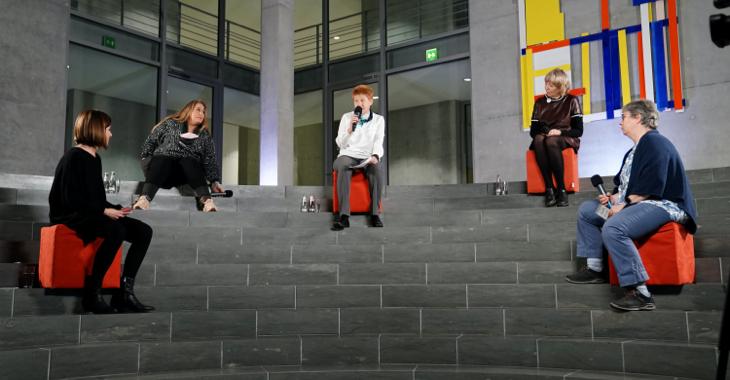 Live-Talk »Die Lobby« am 9. November 2020 - Sophie Liebchen, Idil Baydar, Petra Pau und zwei Vertreterinnen von Omas gegen Rechts (v.l.n.r.)