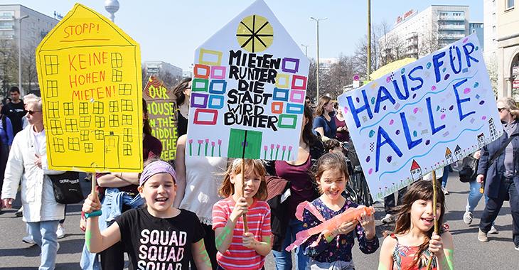 Kinder nehmen im April 2019 an einer Demo gegen zu hohe Mieten in Berlin teil. Foto: Uwe Hiksch (CC BY-NC-SA 2.0)