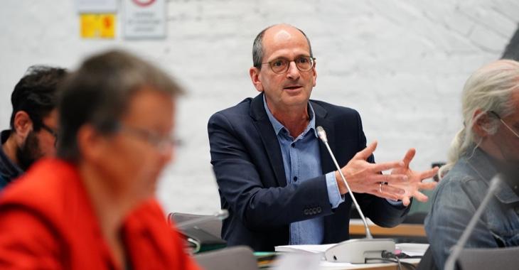Achim Kessler spricht während einer Sitzung der Linksfraktion