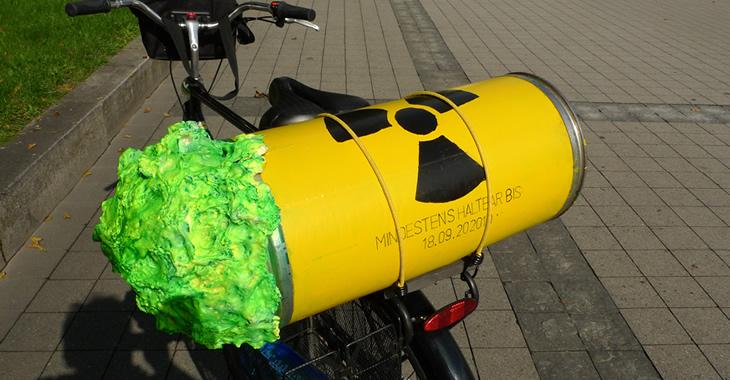 Atommüllatrappe auf einem Fahrrad © flickr.com/bulle_de