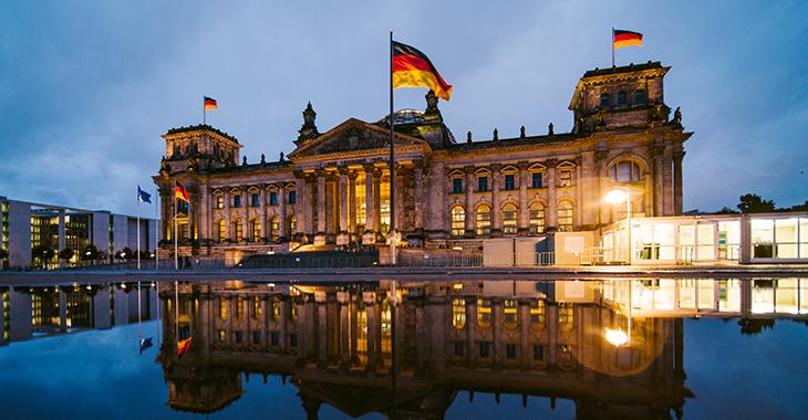 Deutscher Bundestag, Reichstagsgebäude bei Nacht