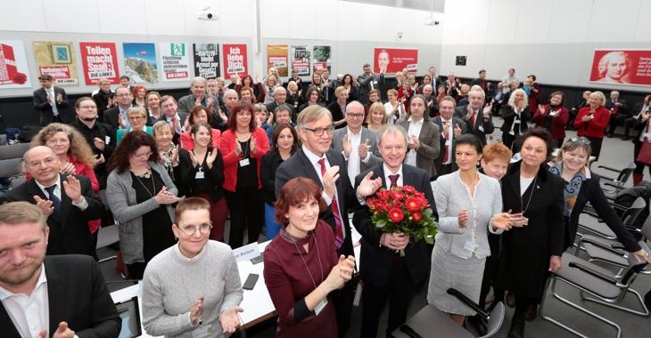 Bundespräsidentschaftskandidat Christoph Butterwegge und die LINKE-Wahlfrauen und -männer nach der Bundesversammlung am 12. Februar 2017