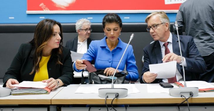 Sevim Dagdelen, Sahra Wagenknecht und Dietmar Bartsch (v.l.n.r.) © DBT/Thomas Imo/photothek