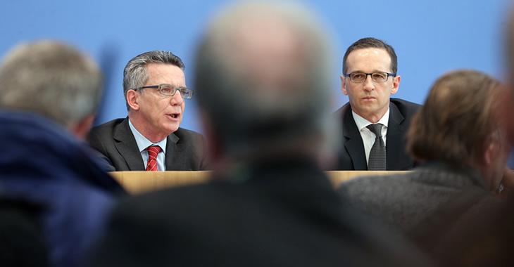 Bundesinnenminister Thomas de Maizière und Bundesjustizminister Heiko Maas © dpa/Wolfgang Kumm