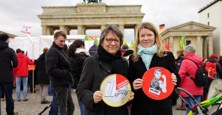 Cornelia Möhring (l.) und Doris Achelwilm bei der Kundgebung zum Equal Pay Day am 18. März 2019 am Brandenburger Tor in Berlin. Foto: Olaf Krostitz