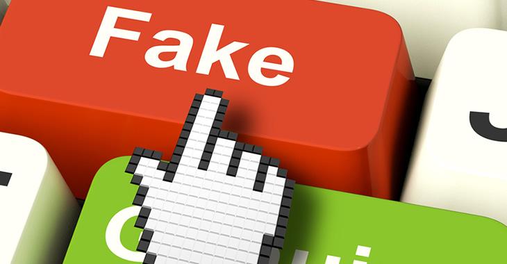 Rote Computertaste mit der Aufschrift Fake
