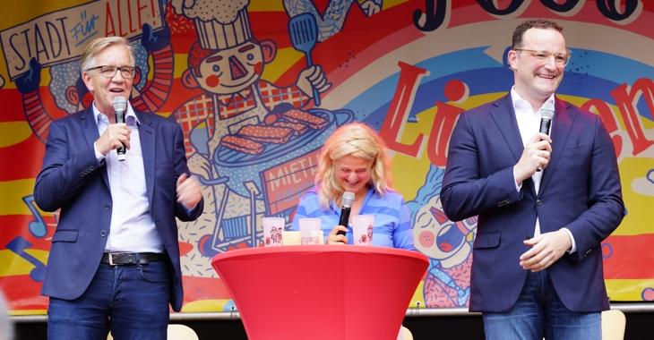 Dietmar Bartsch, Christina Dunz und Jens Spahn beim Fest der Linken am 22. Juni 2019 auf dem Rosa-Luxemburg-Platz in Berlin
