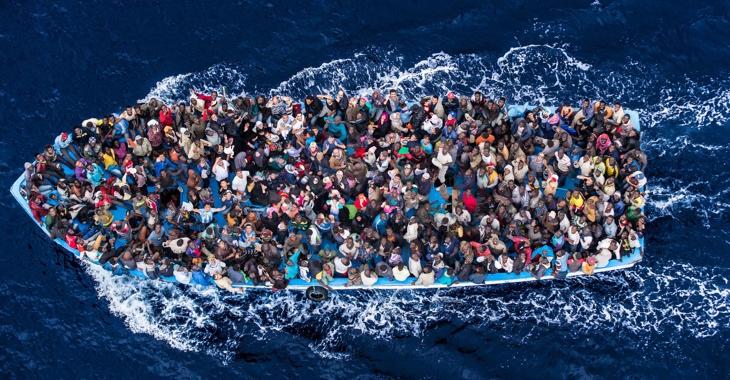 Flüchtlingsboot im Mittelmeer © UNHCR/Massimo Sestini