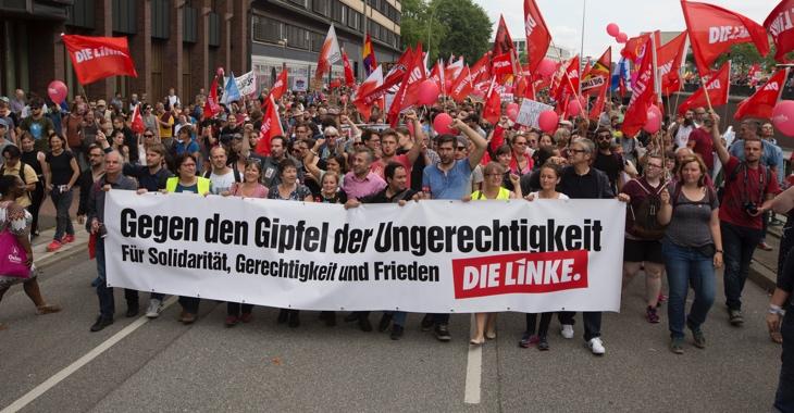 Mitglieder der Linksfraktion tragen bei der Demonstration am 8. Juli 2017 in Hamburg ein Transparent mit der Aufschrift »Gegen den Gipfel der Ungerechtigkeit. Für Solidarität, Gerechtigkeit und Frieden«