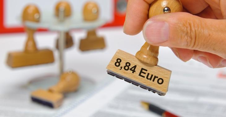 Stempel mit der Aufschrift 8,84 Euro iStockphoto.com/filmfoto
