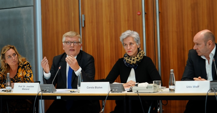 Caren Lay, Professor Joachim Wieland, Carola Bluhm und Udo Wolf (v.l.n.r.) stellen auf einer Pressekonferenz am 11. September 2019 ein Rechtsgutachten zum Volksbegehren 'Deutschen Wohnen enteignen' vor