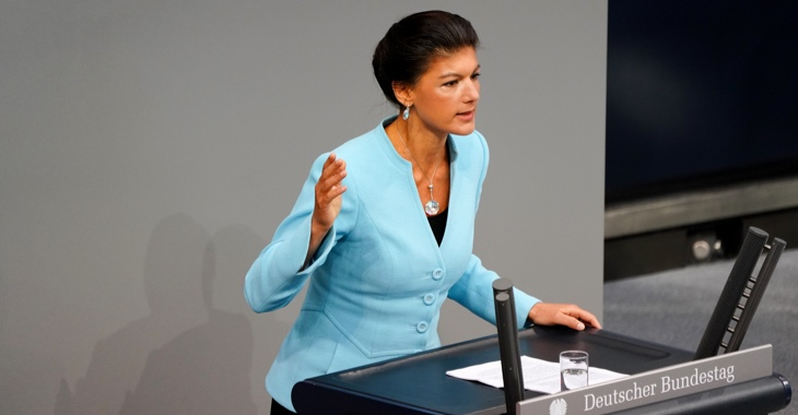 Sahra Wagenknecht am Rednerpult des Bundestages