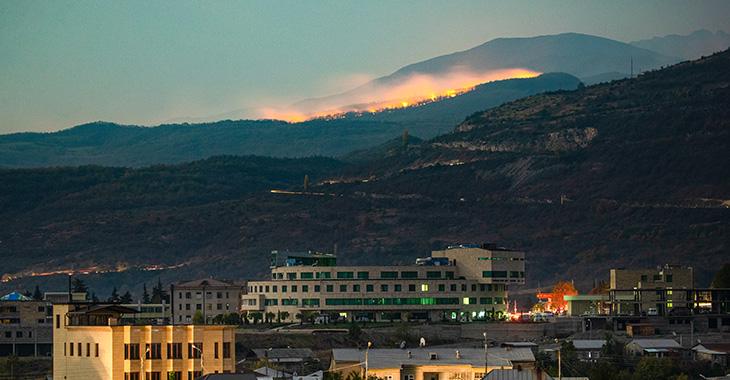 Brände in der Nähe der Stadt Shusha in Bergkarabach @ddp/Stanislav Krasilnikov/TASS/Sipa