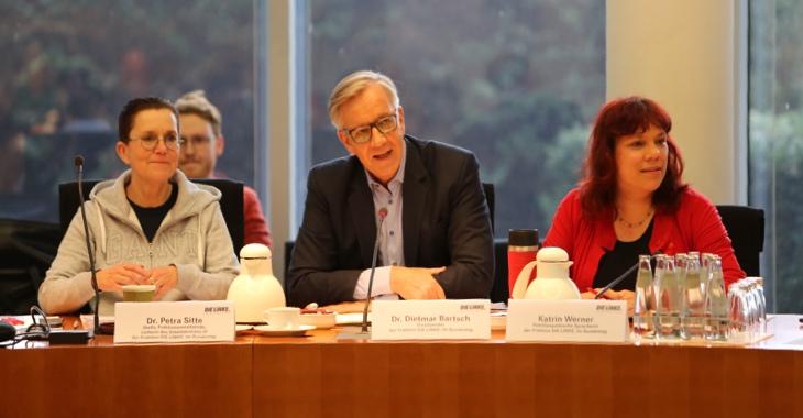 Petra Sitte, Dietmar Bartsch und Katrin Werner (v.l.n.r.) auf der Familienkonferenz der Linksfraktion am 18. März 2019 in Berlin. Foto: Malte Daniljuk
