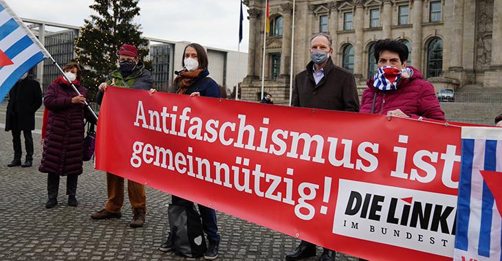 Protest vor dem Reichstagsgebäude: Antifaschismus ist gemeinnützig