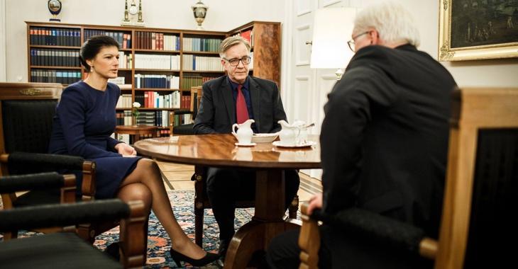 Sahra Wagenknecht und Dietmar Bartsch am 27. November 2017 im Gespräch mit Bundespräsident Frank-Walter Steinmeier © Bundespresseamt/Jesco Denzel