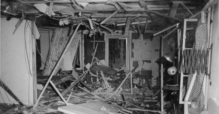 Trümmer im verwüsteten Besprechungsraum im Führerhauptquartier Wolfsschanze nach dem Bomben-Attentat auf Hitler am 20. Juli 1944 © Bundesarchiv