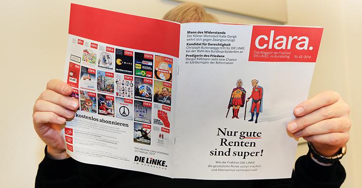 Clara Nr. 42: Ein Mann liest die neue Ausgabe