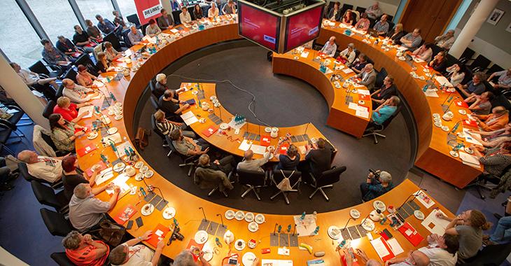 Volles Haus beim Hartz IV-Hearing der Fration DIE LINKE. im Bundestag