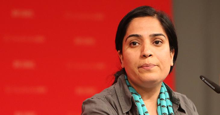 Malalai Joya spricht im Juni 2017 auf dem Bundesparteitag der Partei DIE LINKE. | Foto: Flickr.com/DIE LINKE (CC BY 2.0)