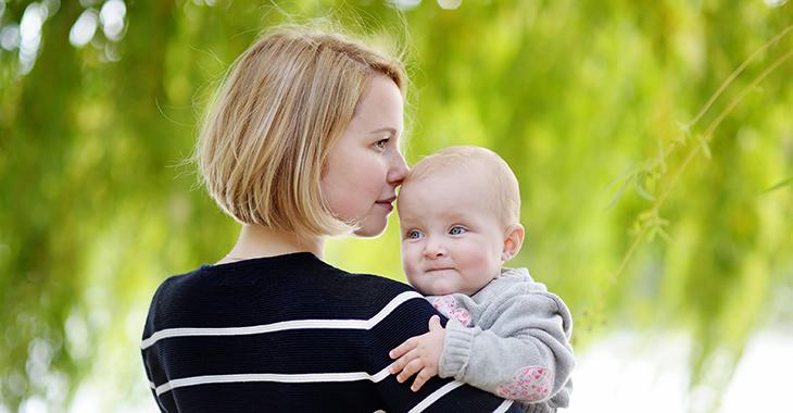 Mutter mit Kind | Foto: iStockphoto.com/SbytowaMN