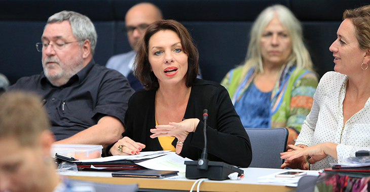 Susanna Karawanskij im Fraktionssaal