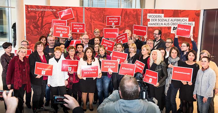 Solidarität mit der HDP in der Türkei: Aktion der Fraktion DIE LINKE. im Bundestag am 8. November 2016