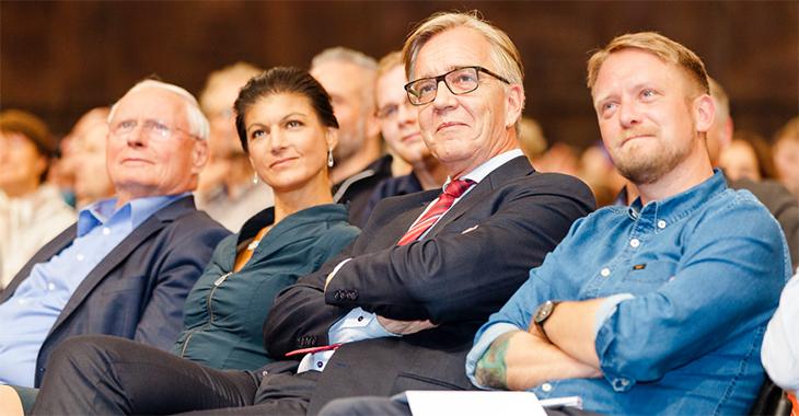 Oskar Lafontaine, Sahra Wagenknecht, Dietmar Bartsch und Jan Korte bei der Veranstaltung »Links - wo das Herz schlägt« am 30. Juni 2017 im Berliner Gasometer | © Rico Prauss
