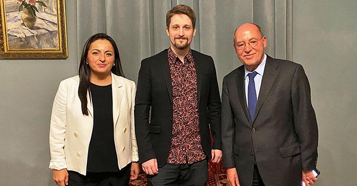 Sevim Dagdelen, Edward Snowden und Gregor Gysi