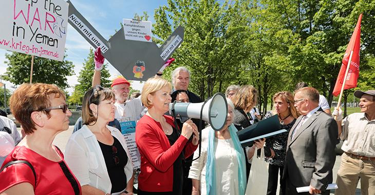 Demonstration gegen Drohnenkauf: Gesine Lötzsch