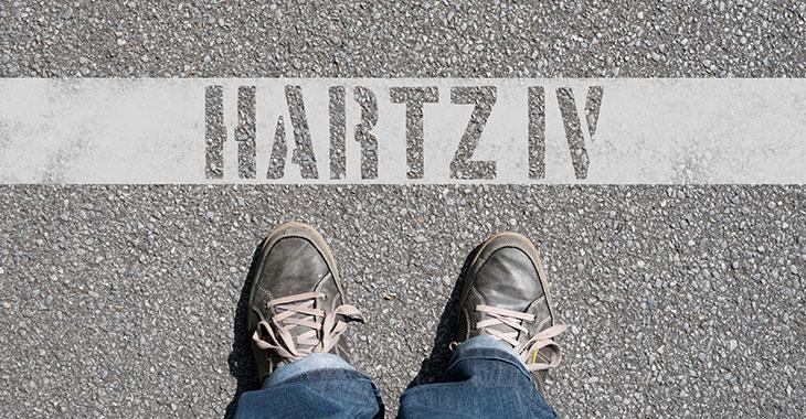 Aufschrift auf dem Straße: Hartz IV