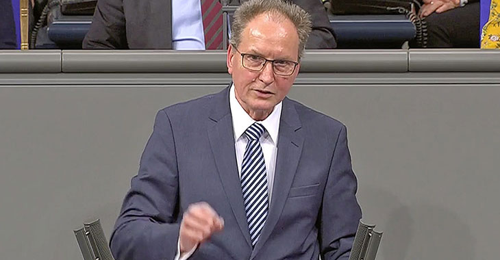 Jörg Cezanne am Redepult des Bundestags