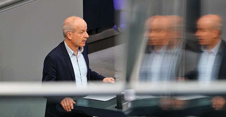 Friedrich Straetmanns am Redupult des Bundestags