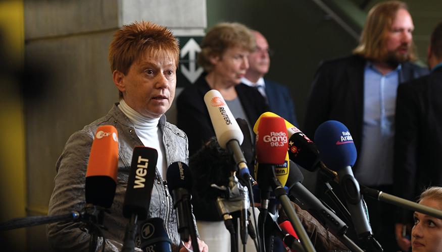 Petra Pau gibt ein Pressestatement nach dem NSU-Urteil