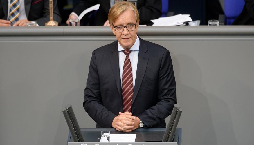 Dietmar Bartsch am Rednerpult des Bundestages © DBT/Achim Melde