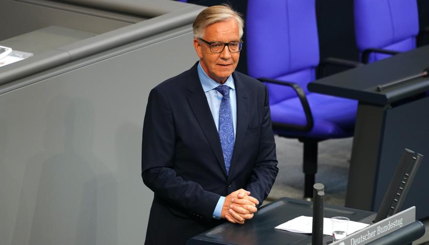 Dietmar Bartsch am Rednerpult des Bundestages