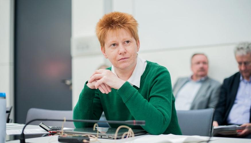 Petra Pau im Clara-Zetkin-Saal des Bundestages @ dpa