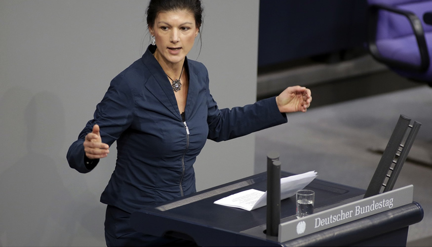 Sahra Wagenknecht am Rednerpult des Bundestages © DBT/Thomas Köhler/photothek