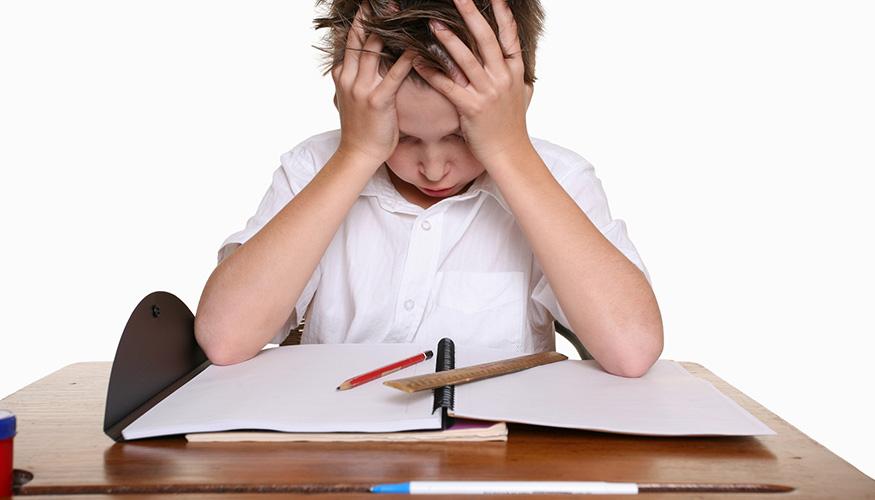 Verzweifelt sich ein Schüler an seinem Pult